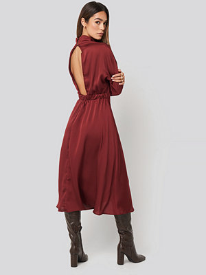 Trendyol Back Low-Cut Midi Dress röd