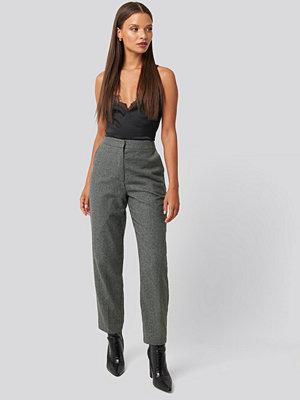 Karo Kauer x NA-KD Cigarette Suit Pants grå byxor