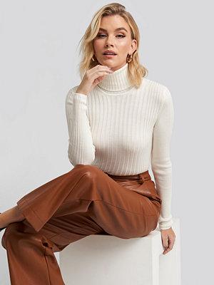 Trendyol Ribbed Turtleneck Sweater vit