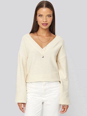 Karo Kauer x NA-KD V-Neck Oversized Sweater vit