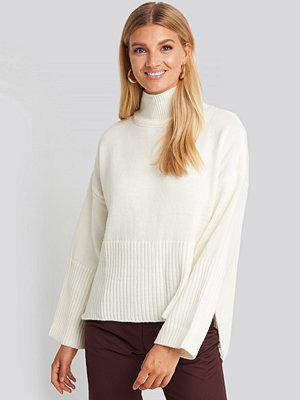Trendyol Vertical Neck Sweater vit