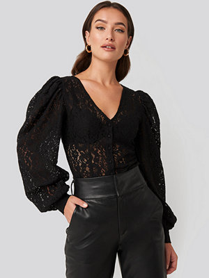 NA-KD Trend Volume Puffy Sleeve Lace Blouse svart