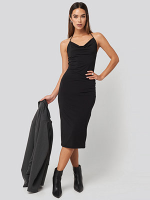 Trendyol Back Slit Midi Dress svart
