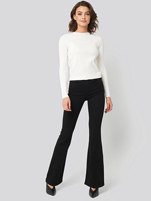 Trendyol High Waist Flare Jeans svart