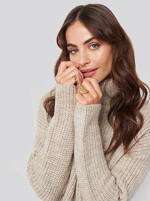 Hannalicious x NA-KD Folded Polo Neck Knitted Sweater beige