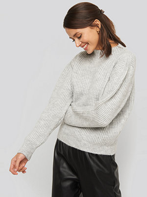 NA-KD High Neck Ribbed Knitted Sweater grå