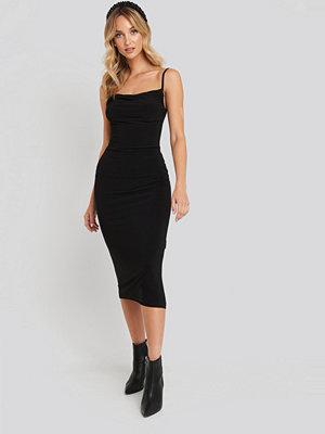 Trendyol Milla Thin Strap Midi Dress svart