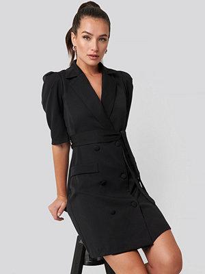 Festklänningar - Trendyol Belted Blazer Dress svart