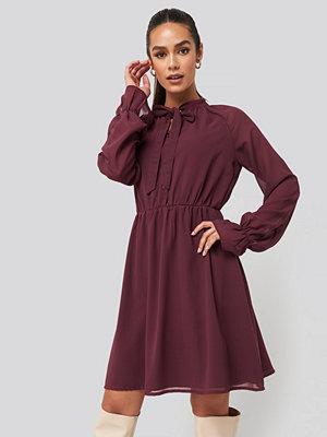 NA-KD Chiffon buttoned Dress röd