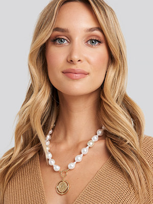 NA-KD Accessories smycke Chunky Pearl Coin Pendant Necklace vit guld