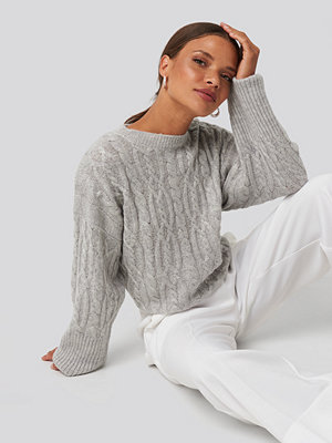NA-KD Cropped Cable Knitted Sweater grå