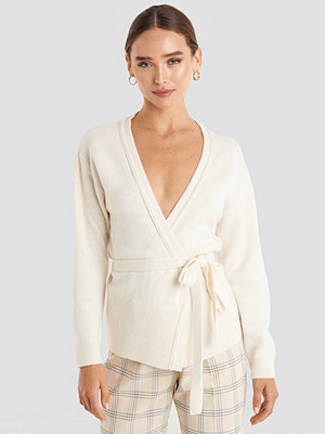 NA-KD Tied Overlap Knitted Cardigan vit