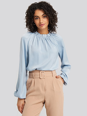 NA-KD Trend Gathered Neck Blouse blå