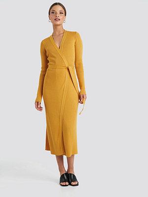 NA-KD Rib Knitted Dress gul