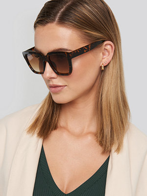 NA-KD Accessories Squared Oversized Sunglasses svart brun beige