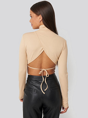 NA-KD Party Open Back Highneck Bodysuit beige