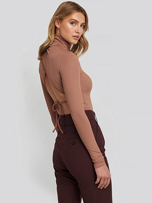 NA-KD Party Open Back Highneck Bodysuit rosa