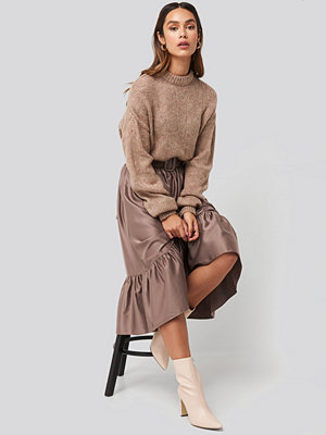 NA-KD Trend Belted Satin Skirt röd