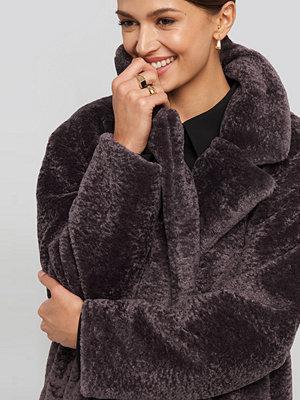 NA-KD Long Teddy Coat lila