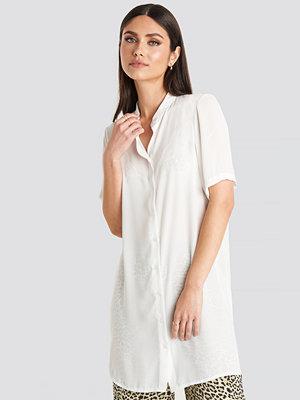 Karo Kauer x NA-KD Short Sleeve Shirt vit