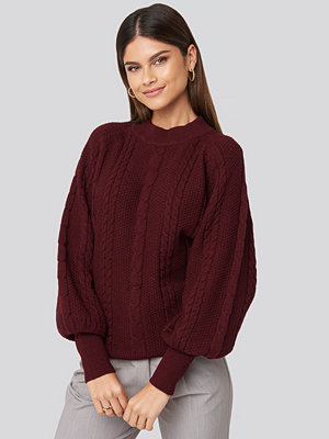 NA-KD Balloon Sleeve Cable Knitted Sweater röd