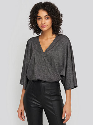 NA-KD Party Kimono Sleeve Lurex Bodysuit svart silver