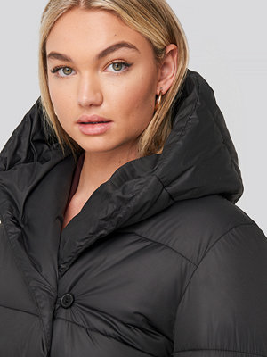 NA-KD Padded Hood Long Jacket svart