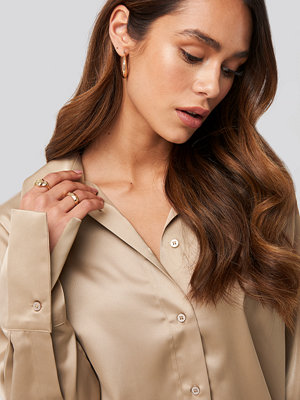 NA-KD Trend Straight Fitted Satin Blouse beige