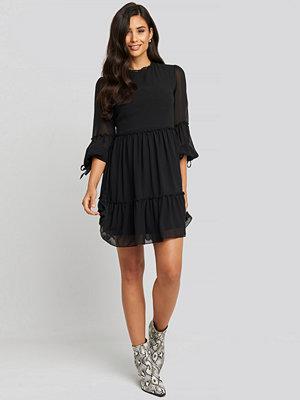 Trendyol Mini Mesh Sleeve Dress svart