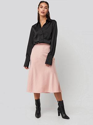 NA-KD Classic Satin Skirt rosa