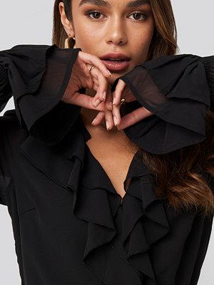 Festklänningar - Queen of Jetlags x NA-KD Chiffon Flounce Dress svart