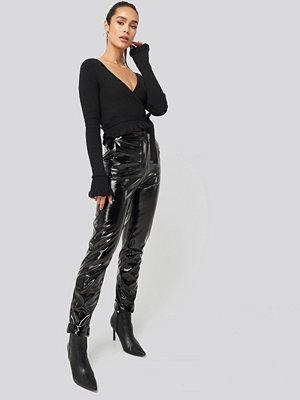 Hanna Weig x NA-KD svarta byxor Fold Hem Pu Pants svart