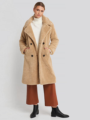 NA-KD Long Teddy Coat beige