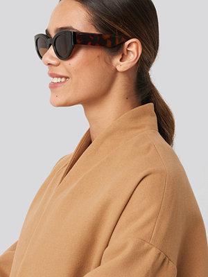 Solglasögon - NA-KD Accessories Detailed Temple Cateye Sunglasses brun