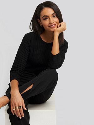 NA-KD Raglan Sleeve Fitted Knitted Sweater svart