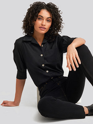 NA-KD Trend Puff Sleeve Shirt svart