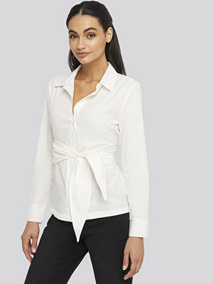 NA-KD Trend Belted Button Up Shirt vit