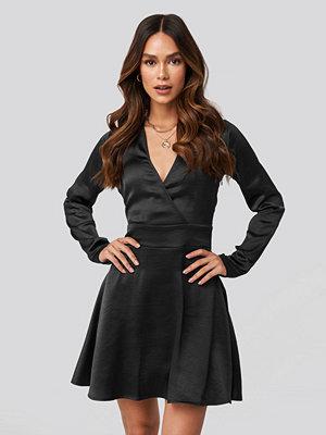NA-KD Trend Mini Satin Dress svart