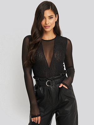 NA-KD Party Lace Mesh Sleeve Body svart