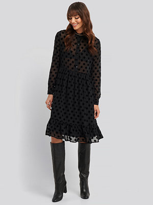 NA-KD Trend Polka Dot Mesh Dress svart