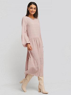 NA-KD Boho Flowy Structured Maxi Dress rosa