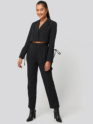 NA-KD svarta byxor Relaxed Fit Tailored Pants svart
