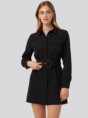 NA-KD Trend Belted Straight Fit Shirt Dress svart