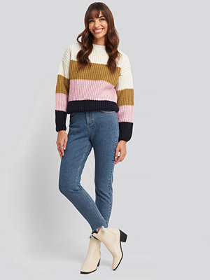 Jeans - NA-KD High Waist Ripped Ankle Mom Jeans blå