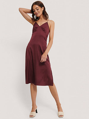 NA-KD Party Slip Satin Slit Dress burgundy