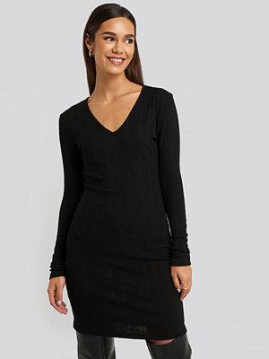 Trendyol V-Neck Knitted Mini Dress svart
