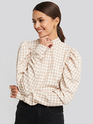 NA-KD Boho High Collar Checked Blouse vit beige