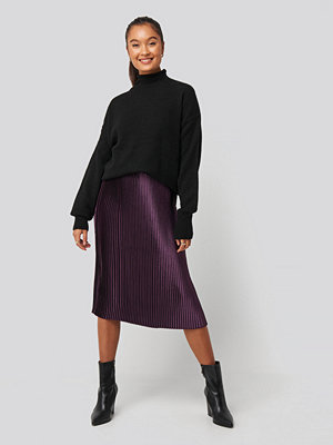 NA-KD Trend Shiny Pleated Skirt lila