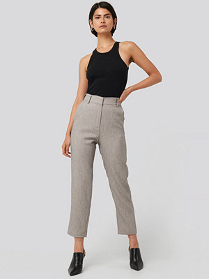 NA-KD Classic ljusgrå byxor Cropped Suit Pants grå