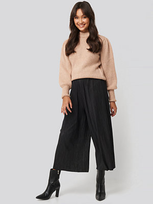 NA-KD svarta byxor Cropped Plisse Culottes svart